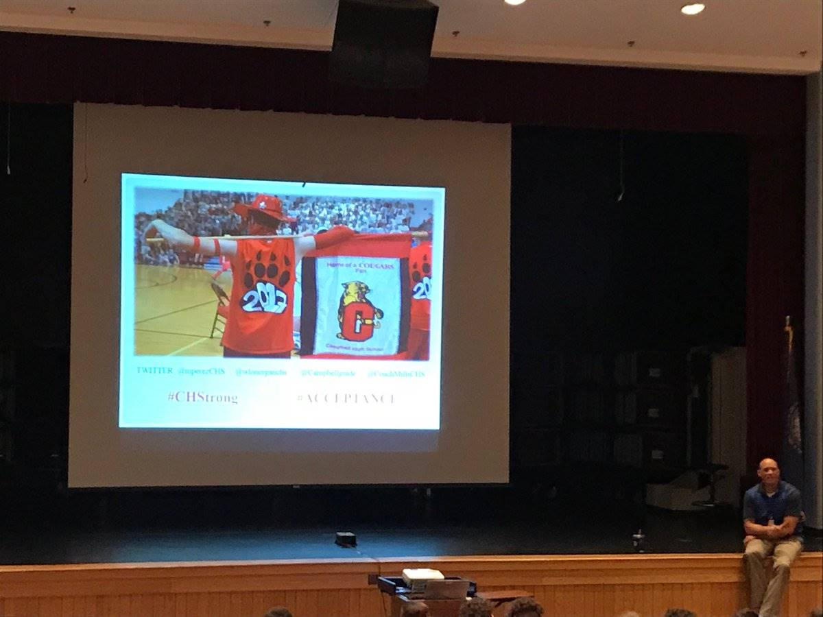 Perez presenting leadership